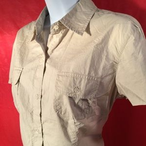 Short sleeve khaki shirt pockets